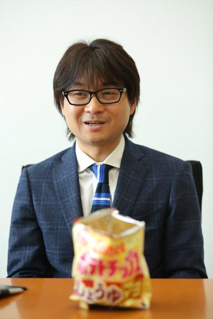 御澤健一 1998年に入社。カルビー初の成型ポテトとなった「ポテトチップスクリスプ」など、話題作の開発に次々と携わる