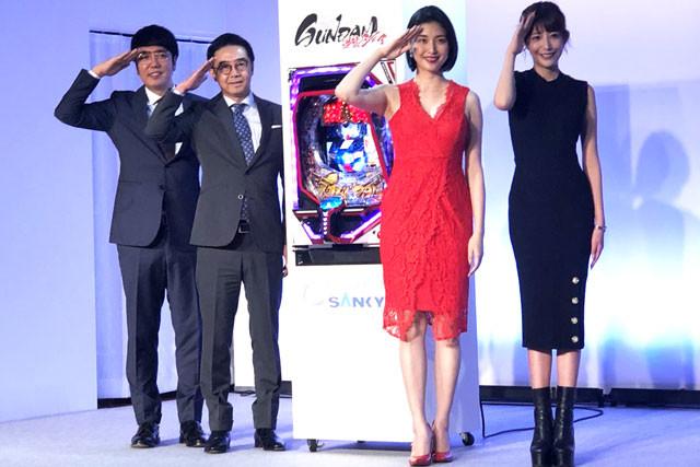 イベントに登壇したお笑いコンビのおぎやはぎ、女優の橋本マナミ、動画クリエイターのかねこあや