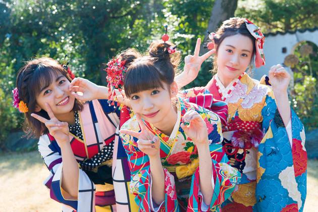 (左から)成人式を迎えたNGT48の中村歩加、荻野由佳、加藤美南