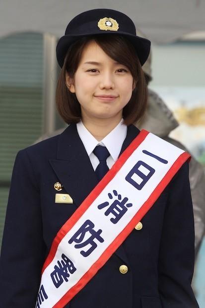 1991年2月12日生まれ、神奈川県出身。慶應義塾大学法学部卒業後、2013年にテレビ朝日に入社。昨年末にオリコンが発表した「好きな女性アナウンサーランキング」で1位に