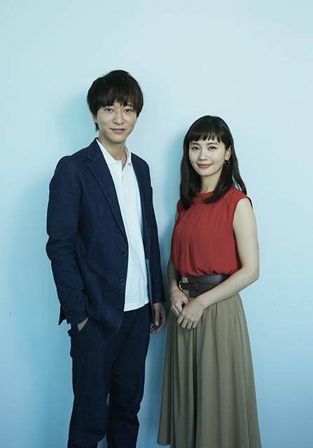 『今夜はコの字で』のW主演、中村ゆりさん(右)と浅香航大さん
