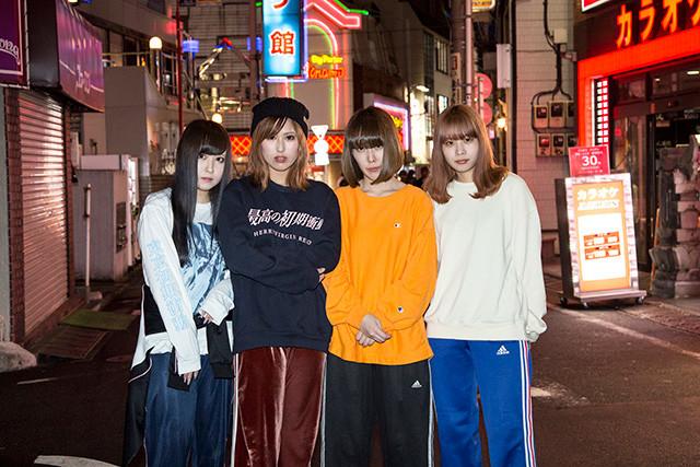 メンバー左から、なお(Dr)、椎名ちゃん(Vo&Gt)、かほ(Ba)、まれ(Gt)