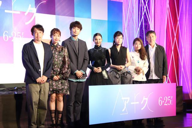 (左から)石川慶監督、清水くるみ、岡田将生、芳根京子、寺島しのぶ、風吹ジュン、小林薫
