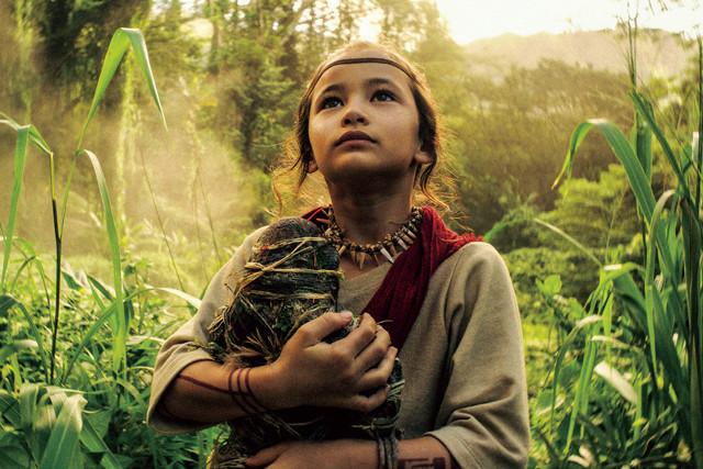 コングが住んでいた髑髏島(スカルアイランド)の先住民だった少女・ジア。特務機関モナークのアイリーン博士が母親代わりの彼女には、コングと心を通わす特別な力が......