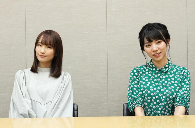 菅沼千紗さん(左)と野村麻衣子さん(右)がお互いを撮影し、制作したフォトブックがついに完成!