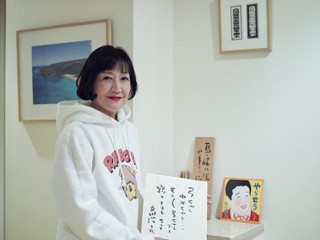 談志師匠がゆみこ氏に書いた色紙。「弓ちゃん、ゆみちゃん...『モシモシ弓ちゃんデス』 寝てますネ きっと」