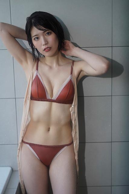 羽柴なつみデジタル写真集『キレイなお姉さんのリアル』(撮影/細居幸次郎)より