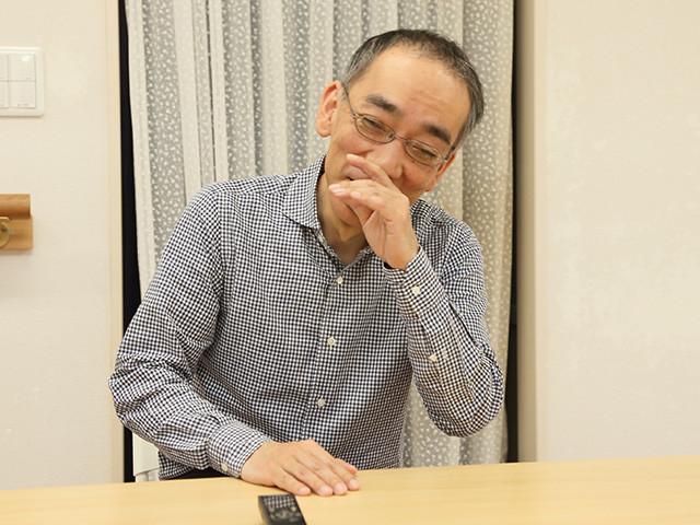音楽活動以外にも多方面で活躍中の新垣さん。CMでは吉岡里帆さん、映画では松岡茉優さんと共演。美女との思い出を語っていると思わず笑みがこぼれた