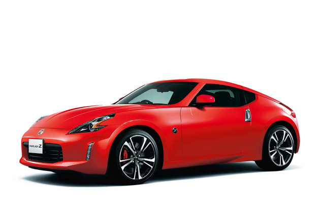 日産 フェアレディZ。現行モデルのデビューは2008年。17年7月に一部改良が行なわれた。古さは否めないが、最高出力336馬力の3.7リットルエンジンは今も色あせない