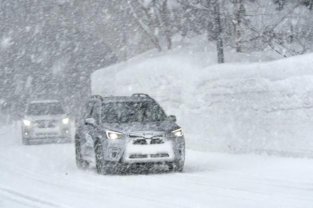 視界の悪い吹雪のなか、フォレスターを試乗。圧巻の安全・安定性を披露