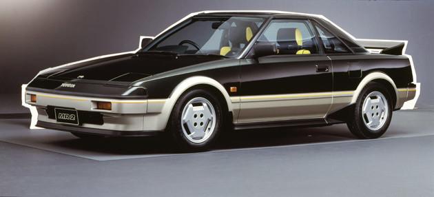 トヨタ MR2。日本初のミッドシップ2シーターとして1984年に登場。後にスーパーチャージャーを追加