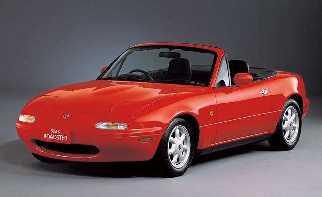 【1位】マツダ「初代ロードスター」(平成元年〜平成9年) 今年生誕30周年を迎えたロードスター。初代は当時存在した「ユーノス店」の1号車だったので、ユーノスロードスターを名乗った