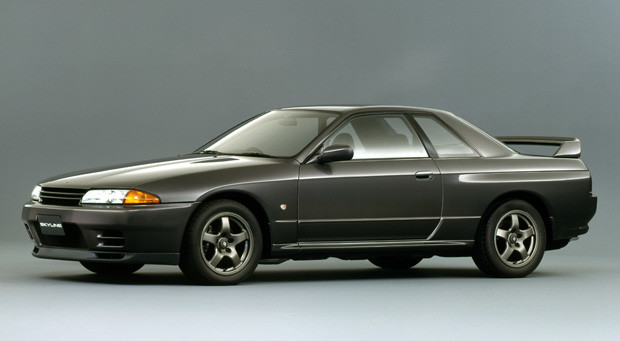 【2位】日産「スカイラインGT−R」(平成元年〜平成6年) 映画『ワイルドスピード』や、ゲームソフト『グランツーリスモ』の影響で中古車も世界的人気に