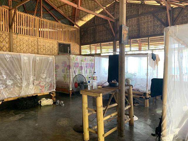蚊帳のついたバンブーベッドが良い雰囲気。風通しが良く清潔感がありありがたい