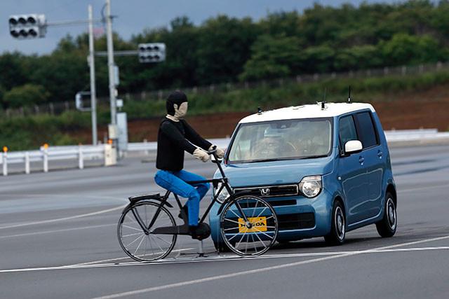 進化した「Honda SENSING」搭載の新型N-WGNは自転車の飛び出しに対応