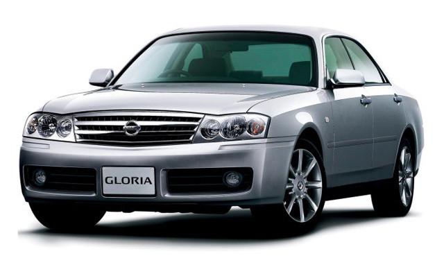 セドリックの兄弟車で、2004年まで販売されたグロリア