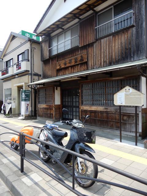 神奈川県中郡大磯町の「大磯宿」。松並木で有名。ここから平塚、藤沢と続く湘南エリアの旧東海道沿いには、意外にも旧宿場町の雰囲気が色濃く残っている