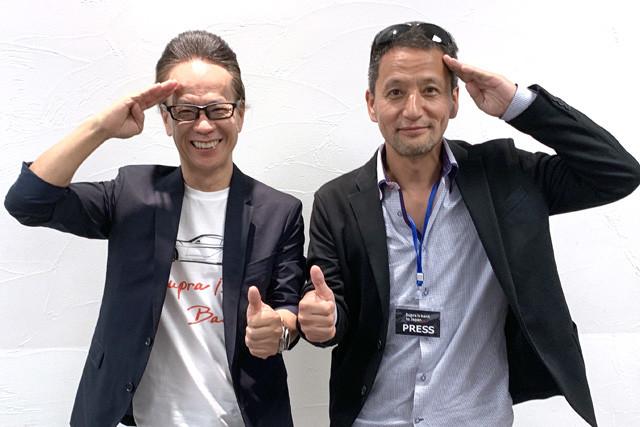 トヨタ自動車・友山茂樹副社長(左)と小沢コージ。発表会では友山副社長は「(次作は)独自開発のスポーツカーを出したい!」と男をびんびんにする発言をカマしてくれた