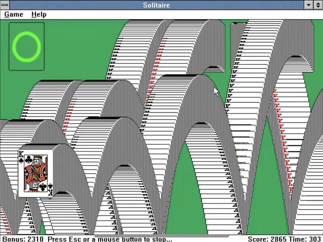 1990年に発売されたWindows 3.0に搭載された<a href='/topics/keyword/ソリティア/160530008418/'>ソリティア</a>。カードの配置や各種操作など現在と変わらず、クリア後のアニメーションもまんま!