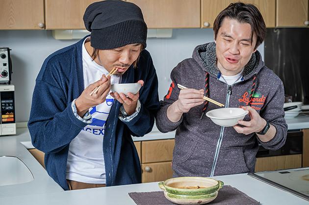 (5)激ウマ! アツアツのうちに食べると、先にカップヌードルの麺を食べておなかが膨れていることを忘れてしまうほどウマい! 味噌ヌードルのポテンシャルの高さを存分に堪能できる一品