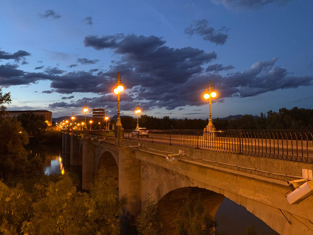この地に来る人が渡る、ログローニョの玄関口である「ピエドラ橋」