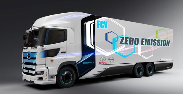 トヨタと日野が開発中のFCトラック。高圧大容量の水素タンクを搭載する。環境性能と実用性の両立を目指すという