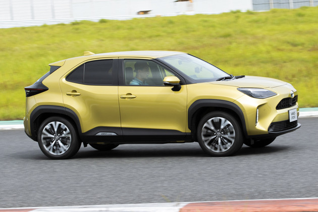 ヤリスクロス 価格:179万8000〜281万5000円 ハイブリッド車ではクラス世界トップレベルの低燃費を実現(2WDでWLTCモード30.8km/リットル)。軽快な走りも魅力