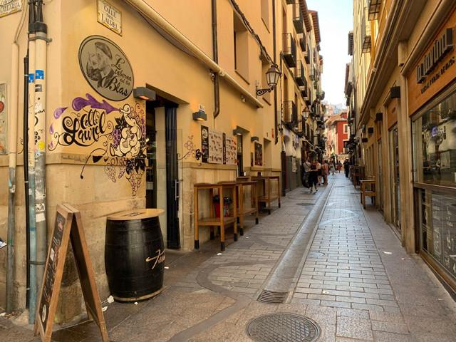 ログローニョの観光スポット人気ナンバーワンは、バルが集うラウレル通り! 昼間はガラーン(笑)