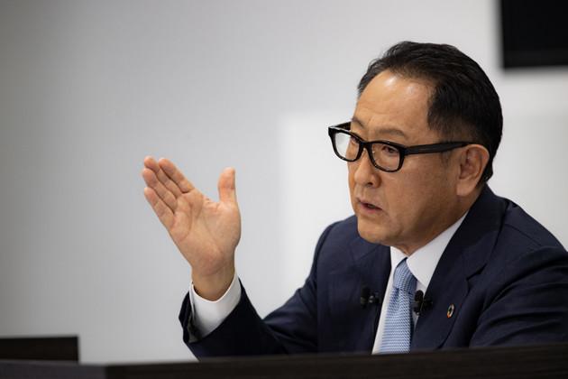 11月6日、中間決算の説明をするトヨタ自動車の豊田章男社長。中間決算に登場するのは初。会見はオンラインで行なわれた