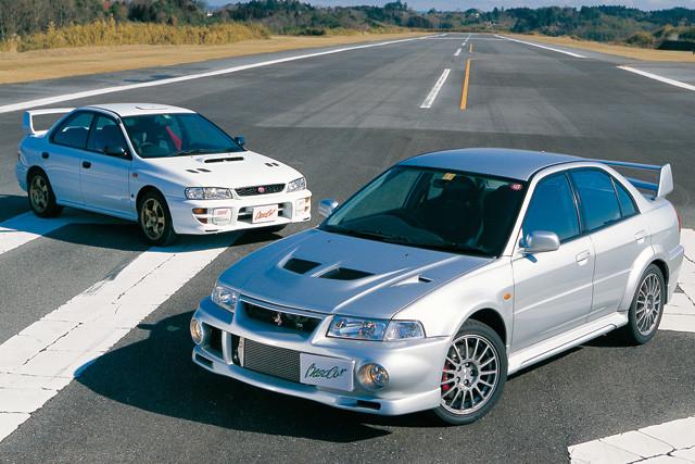 1位 三菱「ランサーエボリューション」(手前)と2位 スバル「インプレッサWRX」。1992年に生まれたランサーエボリューションとインプレッサWRXはガチライバル。両車ともWRCの技術を投入、戦闘力を磨いた