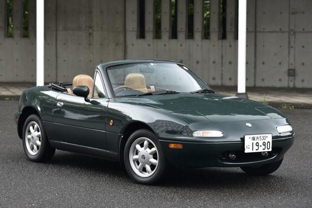 3位 マツダ「ユーノスロードスター」 1989年に誕生した初代ロードスター。1997年まで8年間生産された。初代の累計生産台数は43万台超を誇る名車中の名車である