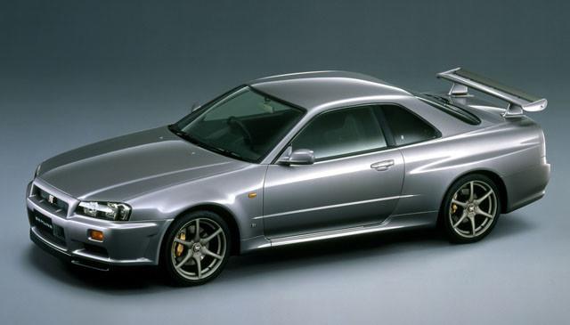 5位 日産「スカイラインGT-R」 R34型スカイラインGT-Rは1999年に誕生。2002年まで発売。数年後には25年ルール適用で海を渡る!?