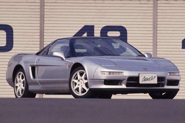 6位 ホンダ「NSX」 1990年に初代が誕生。2006年まで生産された。ちなみに92年に追加されたNSXタイプRは世の野郎どもをギンギンにさせた