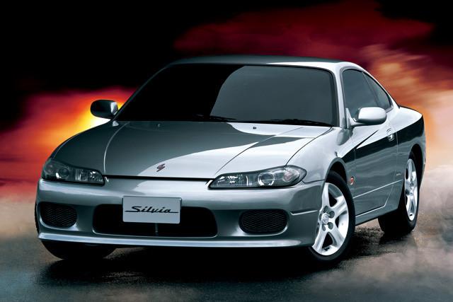 9位 日産「シルビア」 1999年デビューしたのが、5ナンバー枠に回帰した7代目のS15型シルビア。2002年に生産を終了した