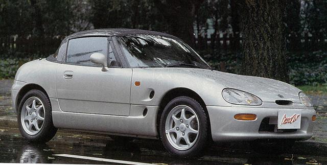 ススギ「カプチーノ」 1991年から1998年まで販売されたオープン。ボディはカーボンファイバーを採用し、車重は700㎏を達成