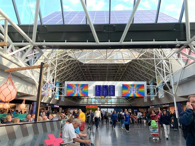 アイスランドの首都レイキャビクの空港。ベラルーシからリトアニアとイギリスを経由して到着