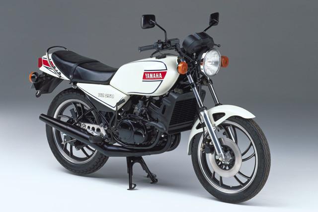 ヤマハ「RZ250」。1980年に2サイクル250㏄スポーツとして発売された。市販レーサーTZ譲りのびんびんエンジン搭載が話題に