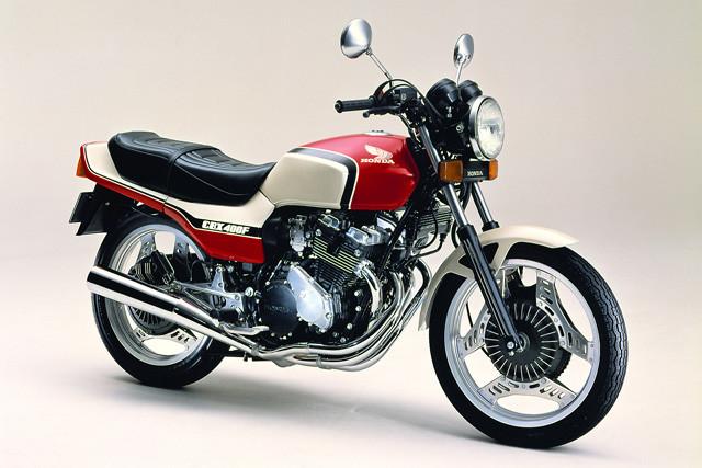ホンダ「CBX400F」。1981年11月発売。エンジンは並列4気筒DOHC4バルブでクラス最高の48PSを発揮