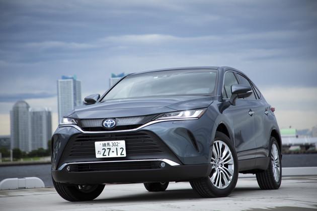 ハリアー 価格:299万〜504万円 7月の登録車の販売台数ランキングで4位に登場。ちなみに月販目標台数3100台の3倍を超える9388台を売って話題に