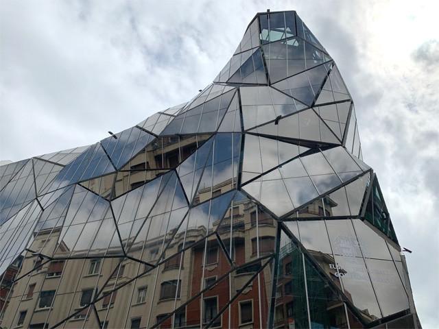 コル・バロー・アーキテクトス設計の「バスク保健衛生局」
