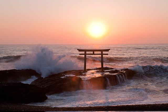 大洗磯前神社の神磯の鳥居。神様が降り立った場所といわれている場所。徳川光圀公も訪れたという