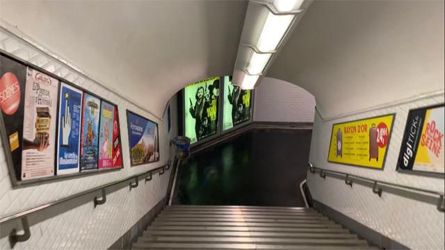 駅の地下通路