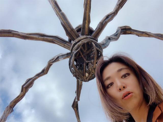 六本木ヒルズでもおなじみの蜘蛛のオブジェ! 下から撮ったら私二重アゴ!