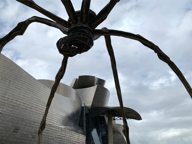世界に何体もいる蜘蛛オブジェ『ママン』