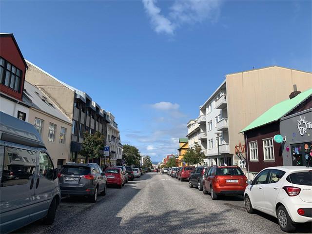 街のスタート地点・教会から伸びる道