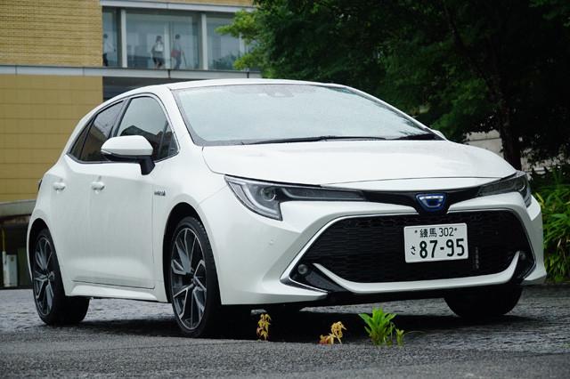 トヨタ「カローラスポーツ ハイブリッド」価格248万8200~282万4800円。燃費データ●FF車 ●WLTCモード 25.6㎞~30㎞ ●実燃費23㎞。18年デビュー。1.8Lのハイブリッドを搭載する。昨年9月に一部改良で足回りが進化