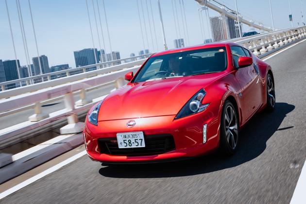 【第3位】日産 フェアレディZ 発売:2008年 価格:397万9800〜651万9700円 値引き:20万円 リセール:A 50年という日本で最も長い歴史を持つスポーツカーがフェアレディZだ。FRレイアウトで、今では貴重なマニュアルミッションが選べるのもうれしい限り