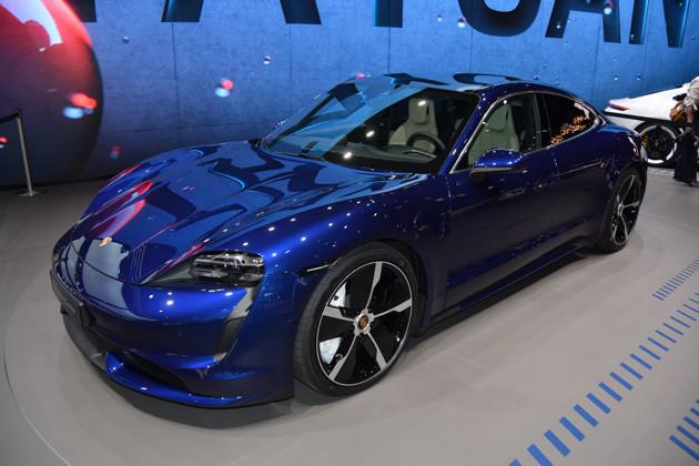 【推しの輸入EV3】ポルシェ タイカン(2WD) 価格:1171万円 登場:2021年1月28日(予約受注開始) サイズ:全長4963mm×全幅1966mm×1381mm ポルシェジャパンは「タイカン」シリーズに後輪駆動のベースグレードを追加。最高出力は408PSを発生。最大航続距離は431km。最高速度は230キロだ