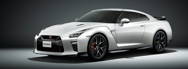 【第3位】完熟の和製スーパースポーツ 日産 GT−R 1082万8400〜1463万6600円 デビューは2007年。3.8リットルV6ツインターボエンジンは常に磨き込まれており、現在570PSを誇る。日本を代表するスーパースポーツ