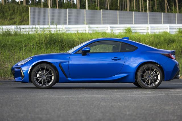 ボディサイズは全長4265mm×全幅1775mm×全高1310mm。車両重量は1270kg(6速MT)と軽量を実現